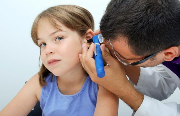 На фоне ярко выраженных аденоидов 2-3 степени у ребенка может развиваться отит