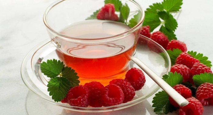Малина при температуре: как действует - повышает или понижает, помогает ли варенье из ягод, можно ли пить чай при лихорадке, с медом