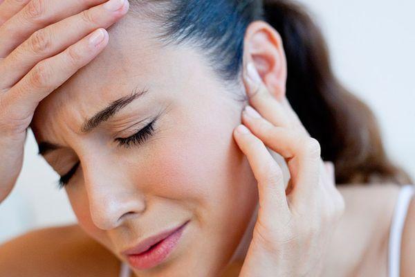 Камфорное масло в ухо: механизм воздействия, правила применения, противопоказания к использованию