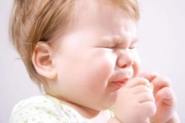 Почему месячный ребенок часто чихает
